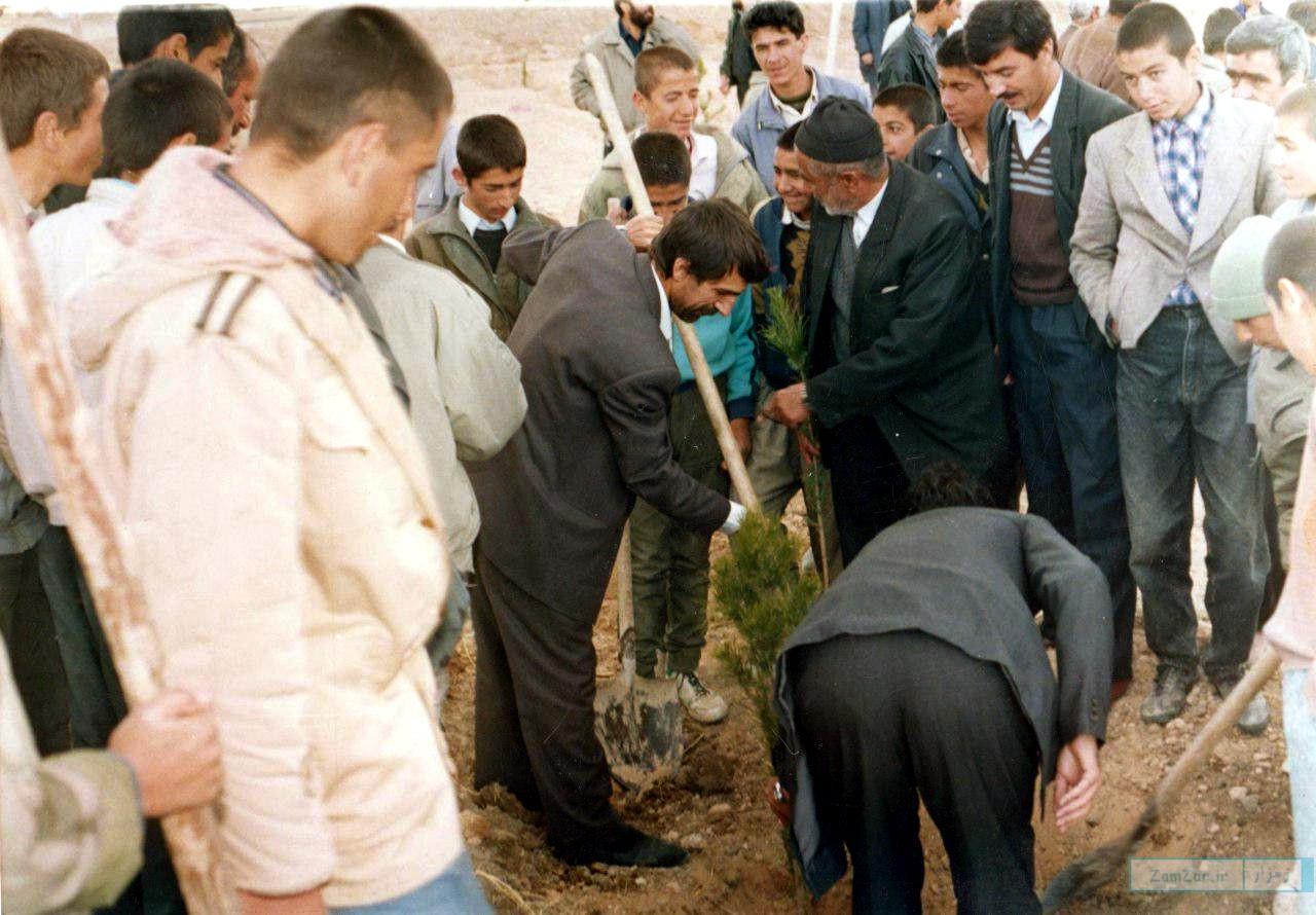 (عکس) درختکاری کرکوندی ها در اسفندماه ۱۳۷۲ خورشیدی